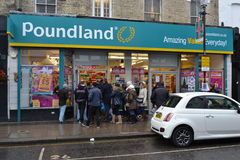 Δρόμος Λονδίνο Portobello καταστημάτων έκπτωσης Poundland Στοκ φωτογραφία με δικαίωμα ελεύθερης χρήσης