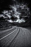 Δρόμος μέσω των σύννεφων θύελλας Στοκ φωτογραφία με δικαίωμα ελεύθερης χρήσης