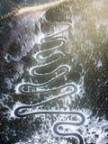 Δρόμος με πολλ'ες στροφές από το πέρασμα υψηλών βουνών, στο χειμώνα Εναέρια άποψη από τον κηφήνα Στοκ φωτογραφία με δικαίωμα ελεύθερης χρήσης
