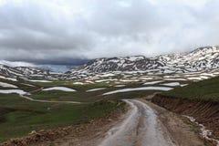 Δρόμος με πολλ'ες στροφές στα βουνά Στοκ Φωτογραφίες