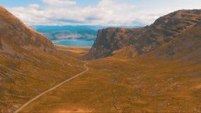 Δρόμος με πολλ'ες στροφές στα βουνά φιλμ μικρού μήκους