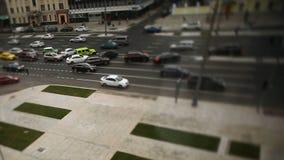 Δρόμος με τα αυτοκίνητα στη βιασύνη κυκλοφορίας footage Κυκλοφοριακή συμφόρηση θαμπάδων με το φως bokeh, υπόβαθρο μεταφορών τα αυ Στοκ φωτογραφία με δικαίωμα ελεύθερης χρήσης