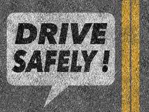 Δρόμος με τη λεκτική φυσαλίδα και το κείμενο Drive ακίνδυνα Στοκ Φωτογραφίες