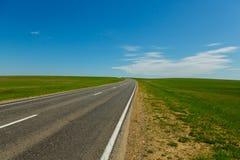 Δρόμος με τον τομέα στοκ φωτογραφίες