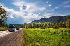 Δρόμος μηχανών Τα βουνά Altai, νότια Σιβηρία στοκ φωτογραφίες με δικαίωμα ελεύθερης χρήσης
