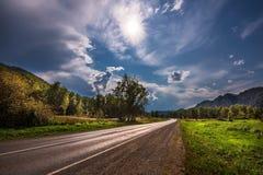 Δρόμος μηχανών Τα βουνά Altai, νότια Σιβηρία στοκ φωτογραφία με δικαίωμα ελεύθερης χρήσης