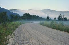 Δρόμος, ομίχλη, αυτοκίνητα Στοκ Εικόνες