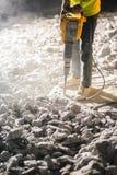 Δρόμος που επισκευάζει τις εργασίες με το κομπρεσέρ Στοκ Εικόνες