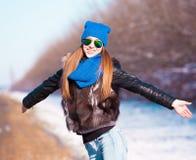 Δρόμος που κάνει ωτοστόπ, σακάκι γουνών, μισό ύψος Στοκ φωτογραφία με δικαίωμα ελεύθερης χρήσης