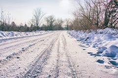 Δρόμος που καλύπτεται χειμερινός με το χιόνι Στοκ Φωτογραφίες
