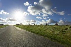 Δρόμος που οδηγεί στον ορίζοντα στοκ φωτογραφίες