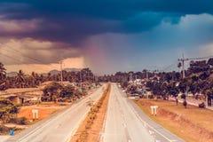 Δρόμος πόλεων σε τροπικό AO-Nang, επαρχία Krabi, Ταϊλάνδη Στοκ φωτογραφίες με δικαίωμα ελεύθερης χρήσης