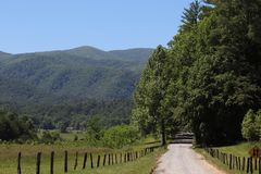 Δρόμος σειράς βουνών στοκ εικόνα με δικαίωμα ελεύθερης χρήσης