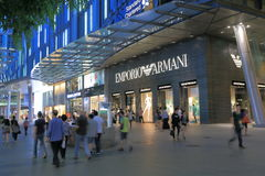 Δρόμος Σιγκαπούρη οπωρώνων καταστημάτων του Armani Emporio Στοκ φωτογραφίες με δικαίωμα ελεύθερης χρήσης