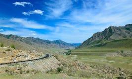 Δρόμος στα βουνά του Altai στοκ φωτογραφία