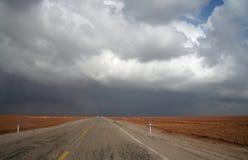 Δρόμος στην έρημο στοκ εικόνες με δικαίωμα ελεύθερης χρήσης