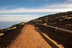 Δρόμος στην κλίση του ηφαιστείου στοκ εικόνες