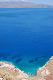 Δρόμος στην μπλε λιμνοθάλασσα Στοκ Εικόνες