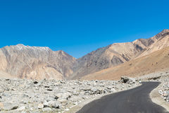 Δρόμος στη λίμνη Pangong σε Ladakh, Ινδία Στοκ φωτογραφία με δικαίωμα ελεύθερης χρήσης
