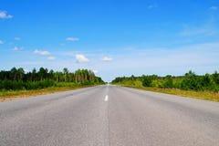 Δρόμος στη θερινή ημέρα Στοκ Φωτογραφίες