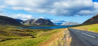 Δρόμος στη λιμνοθάλασσα θάλασσας. Ισλανδία Στοκ Εικόνες