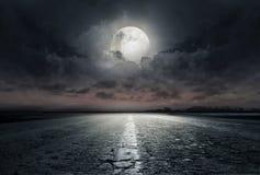 Δρόμος στη νύχτα Στοκ Εικόνες