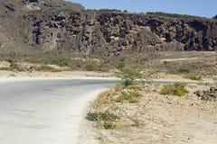 Δρόμος στη ομανική έρημο στοκ εικόνα με δικαίωμα ελεύθερης χρήσης
