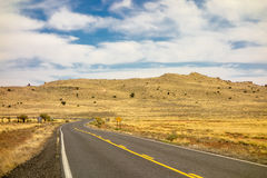 Δρόμος στον κρατήρα μετεωριτών σε Winslow Αριζόνα ΗΠΑ στοκ εικόνες
