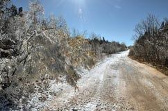 Δρόμος στους χιονισμένους λόφους Στοκ φωτογραφία με δικαίωμα ελεύθερης χρήσης