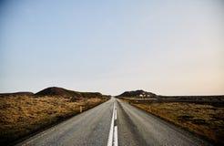 Δρόμος στο άπειρο στην Ισλανδία στοκ φωτογραφίες