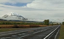Δρόμος στο εθνικό πάρκο Yellowstone Στοκ φωτογραφία με δικαίωμα ελεύθερης χρήσης