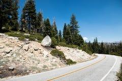 Δρόμος στο εθνικό πάρκο Yosemite σε Καλιφόρνια Στοκ Εικόνα