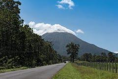 Δρόμος στο ενεργό ηφαίστειο Arenal στη Κόστα Ρίκα Στοκ Φωτογραφία