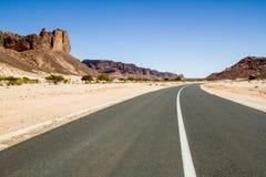 Δρόμος στο νότο Algieria, Αφρική ερήμων Σαχάρας Στοκ Εικόνα