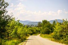 Δρόμος στο ορεινό χωριό Στοκ εικόνα με δικαίωμα ελεύθερης χρήσης