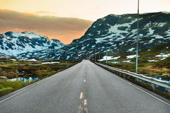 Δρόμος στο οροπέδιο Hardangervidda στη Νορβηγία Στοκ φωτογραφία με δικαίωμα ελεύθερης χρήσης