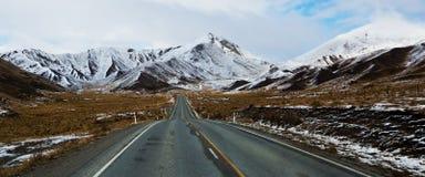 Δρόμος στο πέρασμα Lindis Στοκ Εικόνες