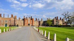 Δρόμος στο παλάτι του Hampton Court, Λονδίνο, UK στοκ φωτογραφία με δικαίωμα ελεύθερης χρήσης