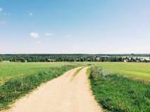 Δρόμος στο πεδίο Στοκ Φωτογραφίες