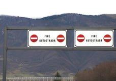 Δρόμος ΤΕΛΩΝ στα ιταλικά οδική ΕΘΝΙΚΗ ΟΔΌΣ Στοκ Φωτογραφία