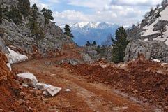 Δρόμος τερακότας στα βουνά της Τουρκίας στοκ εικόνες