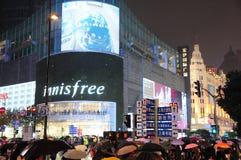 Δρόμος της Σαγκάη Ναντζίνγκ, για τους πεζούς οδός, κατάστημα ναυαρχίδων Innisfree, Κίνα Στοκ Εικόνες