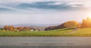 δρόμος φθινοπώρου αγροτ&i Στοκ εικόνες με δικαίωμα ελεύθερης χρήσης