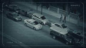 Δρόμος CCTV στην Ασία με τους ανθρώπους που περπατούν από μπροστά απόθεμα βίντεο