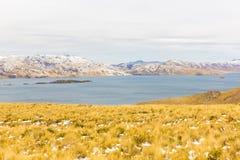 Δρόμος Cusco- Puno, λίμνη Titicaca, Περού, Νότια Αμερική. Ιερή κοιλάδα του Incas. Θεαματική φύση των χιονωδών βουνών Στοκ εικόνες με δικαίωμα ελεύθερης χρήσης