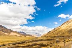 Δρόμος Cusco- Puno, Περού, Νότια Αμερική. Ιερή κοιλάδα του Incas. Θεαματική φύση των βουνών Στοκ Εικόνες