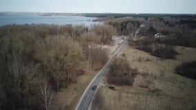 Δρόμος Frest κοντά σε μια λίμνη φιλμ μικρού μήκους