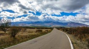 Δρόμος Moncayo στο φυσικό πάρκο συνόδου κορυφής, Σαραγόσα, Αραγονία, Ισπανία στοκ εικόνες