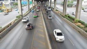 Δρόμος Rangsit Vibhavadi και η κυκλοφορία στη Μπανγκόκ απόθεμα βίντεο