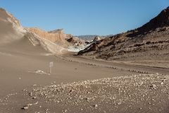 Δρόμος Valle de Λα Luna Moon στην κοιλάδα στην έρημο Atacama κοντά σε SAN Pedro de Atacama, Antofagasta - Χιλή Στοκ Φωτογραφίες